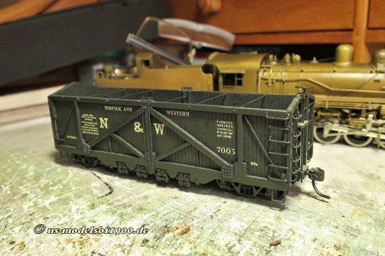 Ein fertig gebautes Modell eines coal cars der Norfolk & Western, entstanden aus einem Bausatz von Ambroid. Ein sehr guter Modellbau eines selten anzutreffenden Wagens - und deshalb habe ich mich zu einem Kauf entschieden!