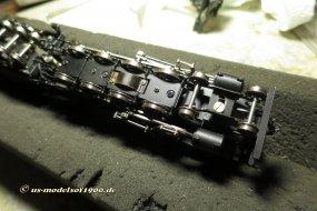 ... so dass sogar das Frontdrehgestell verklemmt und die Lok in diesem Zustand keinesfalls mehr fahrfähig ist!