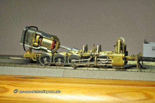 Kein ganz junges Modell, daher die übliche Konstruktion. Ein Open-frame Motor und eine extrem kurze Schlauchverbindung, aber das sollte bei der Überarbeitung leicht zu beheben sein!