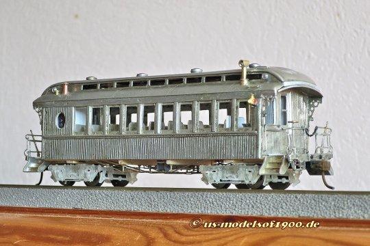 Ein solches Modell liegt bei mir noch ungebaut im ''Vorratsschrank'' herum, was eine ganz ausgezeichneten Wagenkasten abgeben könnte.