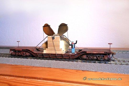 Der Lademeister zeigt gerade an, dass da mit Ladung und Ladungssicherung alles in Ordnung zu sein scheint!