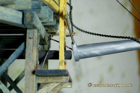 Ein ergänzendes Bild zum Antrieb, wie denn die Bewegung vom Antrieb her an das Wasserrohr übertragen wird. Hier nur soviel, die Bewegung auf und ab kommt natürlich durch die Stange von unten her.