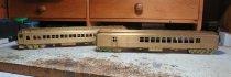 Diese zwei Modelle von Personenzugwagen sind der Start zu einem neuen Zug - einen Suburban train der Pennsylvania Railroad.