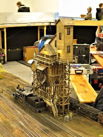 Ein wichtiger Bestandteil des Eisenbahnmuseums, dieser historische Kohleturm. Noch ist daran einiges zu tun, aber demnächst sollen die Lokomotiven des Museums hier bekohlt werden.