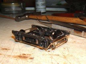 Das ist nun eines der vollständig aufgerüsteten Drehgestelle, wenn man mal von der Farbe absieht, die noch nötig ist..