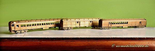 Damit sind es nun ihrer Drei, der Suburban train, wie ich ihn mir vorgestellt habe, von rechts - RPO, baggage car und coach!