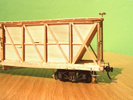 Das Modell mit dem Drehgestell, das eine Bremse erhalten hat ...