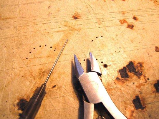 Nach dem Auspacken neuer Kanülen sofort die Spitzen mit einem Seitenschneider kappen!