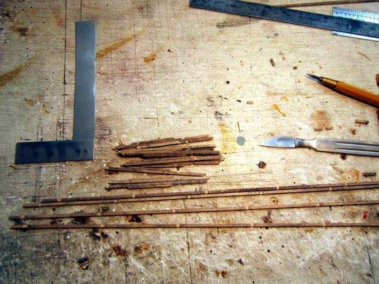 Leisten werden nicht nur zusammengeklebt! Mit Aussparungen oder Zapfen, auf jeden Fall kann man mit Material geformten Konstruktionen ...