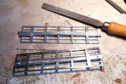 ... Man nehme die Rahmen alter Modelle - säge alle Bodenausschnitte aus und mit etwas Nacharbeit entstehen sehr gut brauchbare Fischbauch-Rahmen.