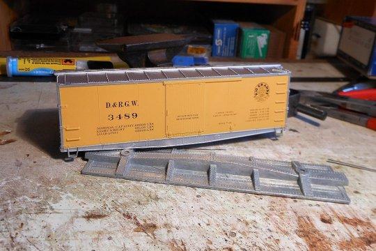 Einer der Ausgangspunkte - eigentlich ein schönes Modell mit der Lackierung in gelb und silber, wenn nur nicht alles aus einem Guss wäre! Daher ...