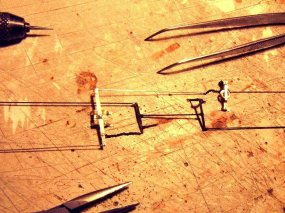 ... die hier für ein Modell mit den Teilen der Druckluftbremse einmal komplett zusammengefügt wurde.