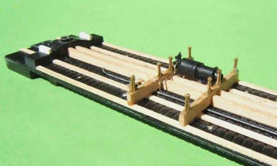Nun schon mit den ersten Details, queenposts, Bremszylinder mit Luftbehälter und Steuerventil - eben typisch K-brake ...
