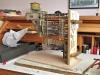 ... beispielsweise am Boden die Elektronik zu installieren. Lösung - diese seitlich angeschraubte Sperrholzplatte, auf den ich den ganzen Turm gekippt auflegen kann.