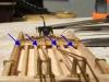 ... und in diesem Bild montiert - mit einem Teil der truss rods zur Demonstration.