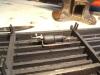 ... um die Luftleitung von der Hauptluftleitung zum Steuerventil am Bremszylinder 'anzubinden' - links an den grauen Teilen. Die Luftleitung nach rechts ...