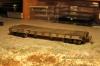 Sozusagen als Probe, die erste von sechs Seiten mit den stake pockets, die ihren Halt weniger durch den Kleber denn durch die Klammern aus Kupferdraht erhalten, die durch die Rahmenleisten hindurch auf der Innenseite verdrillt sind.