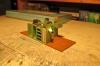 Die erste Petroleumlampe leuchtet mit einer Stromversorgung über die gut sichtbaren Kontakte - hier mit einem Trick fotografiert.