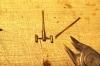 Nach der vollständigen Verlötung aller Rohrhülsen kann auch das überstehende Ende des Steges abgetrennt und verputzt werden.