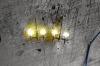 Jetzt sollten Sie auf jeden Fall einen Test machen, denn mit den nächsten Arbeitsschritten werden die Lampen und Drähte zusätzlich fixiert. Eine Nacharbeit bei nicht leuchtenden Lampen wäre dann mit erheblichem Mehraufwand verbunden.