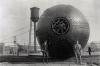 Der ''Tunnel'' bei der Anlieferung in Lengley, VA. Sogar ein Ringschlüssel für die Verschraubung des Mannlochs gehört zum Lieferumfang! - Und wie es aussieht, wurde dieser riesige Tank vom Entlade-Pier zu seinem endgültigem Standort auf schweren Holzbalken gerollt!