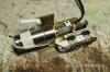 Der Antrieb zum Heben und Senken des Wasserauslaufrohrs vervollständigt und funtionsfähig. Der Hebel links ist die Verbindung zur Stellstange für das Auslaufrohr.